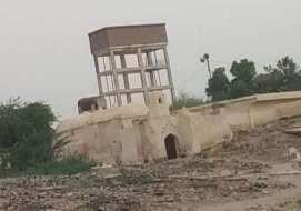 حيس.. مليشيات الحوثي تستهدف منازل المواطنين ومشروع مياه الخامري