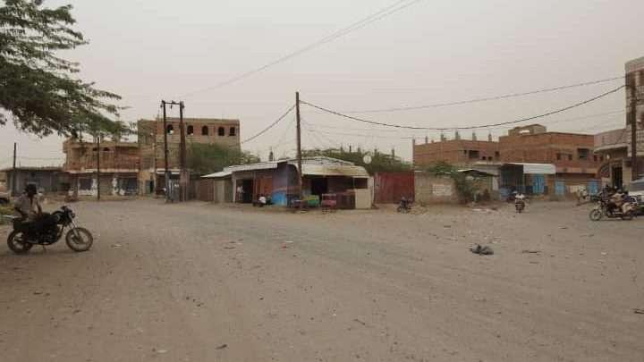 مليشيات الحوثي تواصل قصف مزارع ومنازل المواطنين في حيس